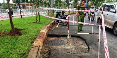 Sự cố nổ hố ga xảy ra bất ngờ trên đường phố, khiến người dân không kịp trở tay